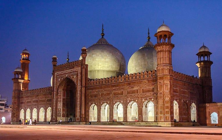 Fahad's Lahore GuideBook