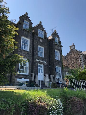 Croeso / Welcome to Llys Llewelyn Guest House