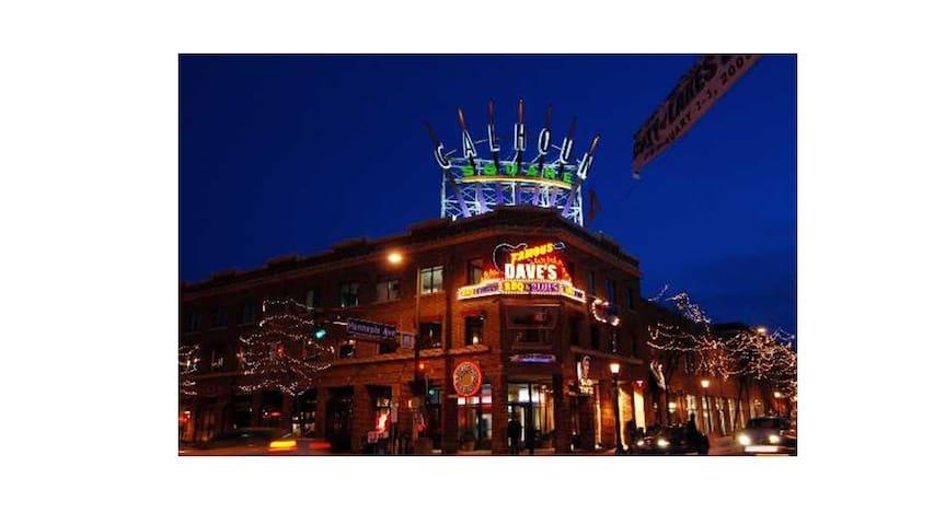 Explore Uptown Minneapolis