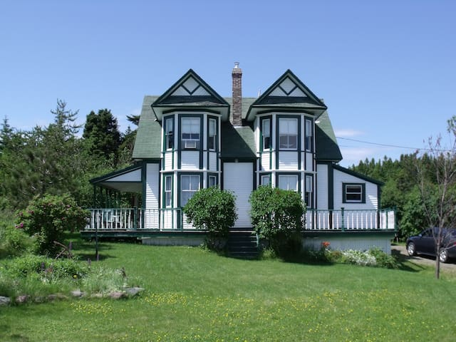 The Pelley House Heritage Home  GUIDEBOOK