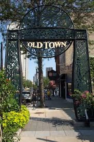 Lynn's old town Chicago Guidebook
