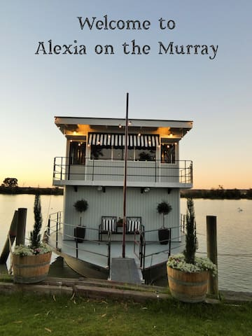 Alexia on the Murray's guidebook
