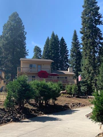 Welcome to 1275 Peninsula Drive, Lake Almanor