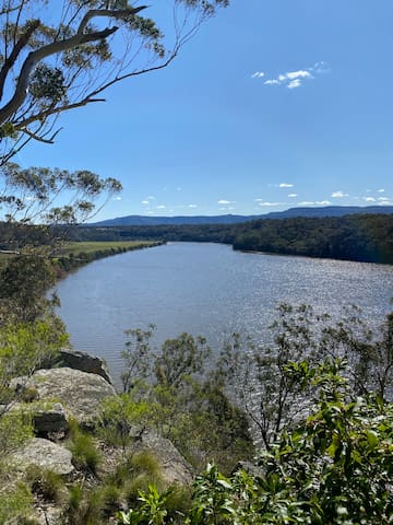 Things to do in & around Nowra & Bomaderry & Places to eat.