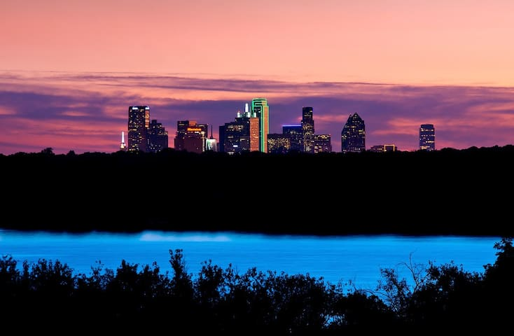 Carolina's Dallas Guidebook