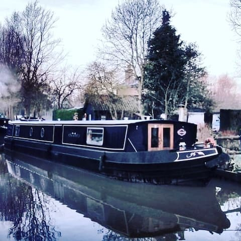 Willow - Luxury Wide Beam Boat Hire