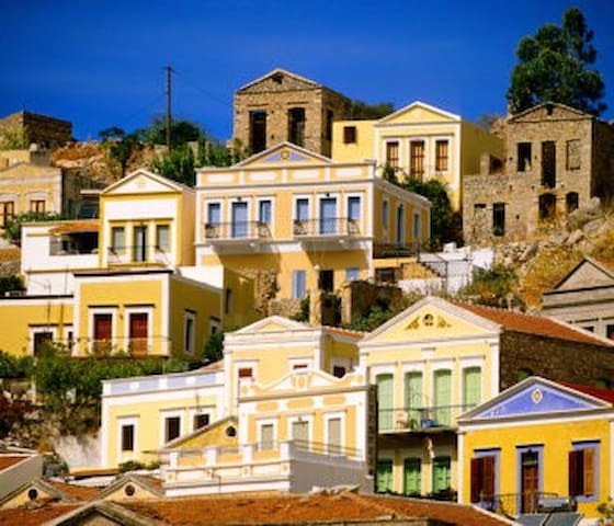 """SYMI: The """"Noblewoman"""" on the edge of the aegean"""