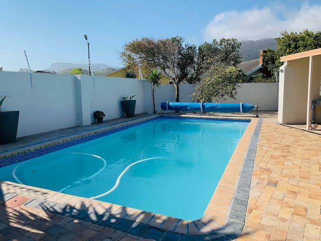 Guidebook Pool villa