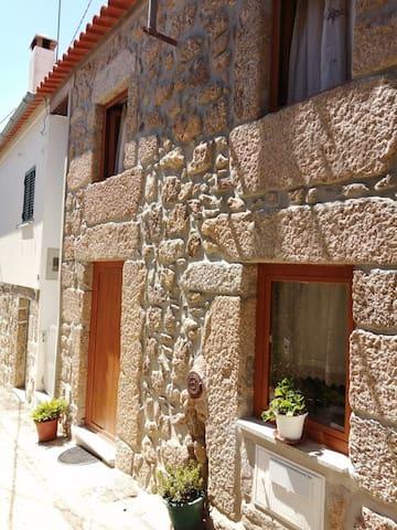 Adriana's guidebook - Gramaços House