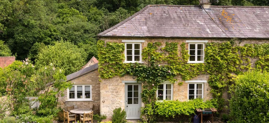 Stable Cottage  Guidebook
