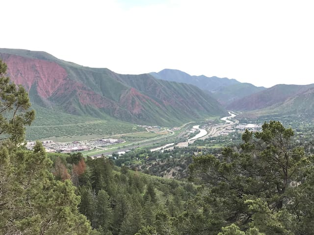 Lynn's Glenwood Springs Guidebook