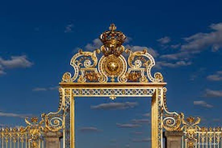 Guidebook for Versailles