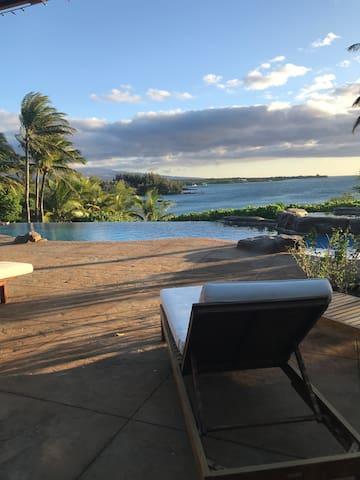 Hawaiian Heavenly Waters's Guidebook