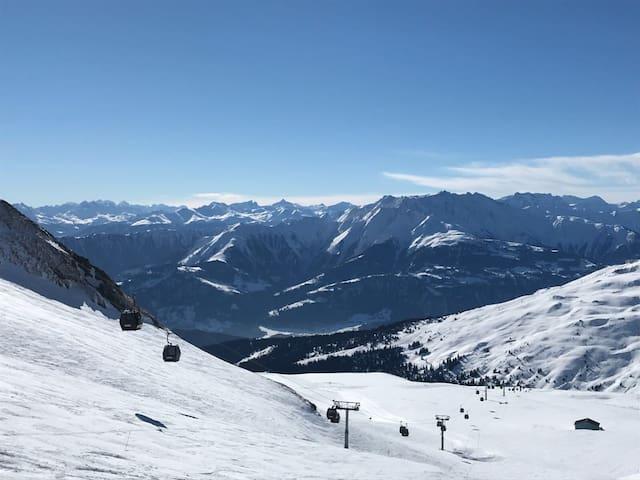 Close by ski and cross country ski resorts