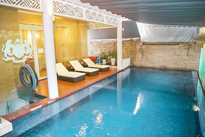 Luxury pool villa Quận 7