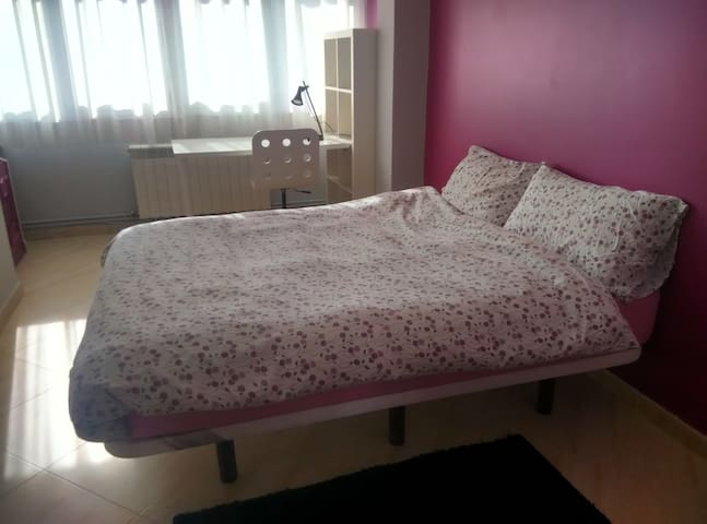 Large and bright double bedroom in city centre - Pontevedra - Wohnung