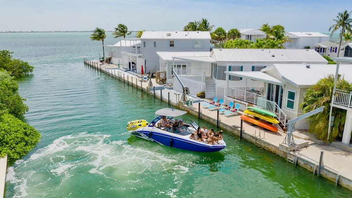 **TIDEWATER VIEWS @ VENTURE OUT** 2BR/2BA Cottage + 35' Private Slip | 80' Pool