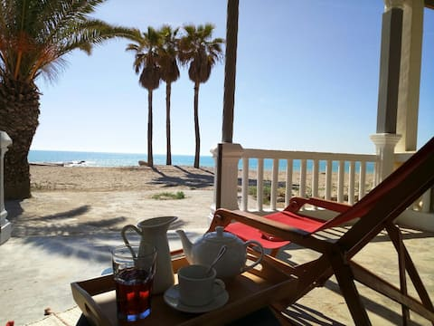 A primera linea de playa.House on the beachfront