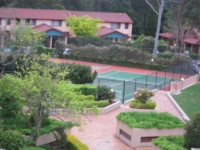 2off Tennis courts in the complex