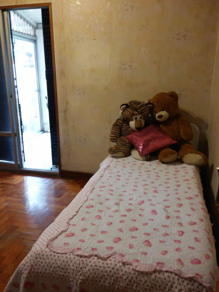 Habitacion privada en Chalet barrio residencial