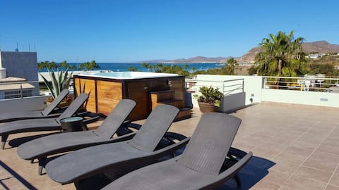 Elegant 2 bed condo super close to the beachfront