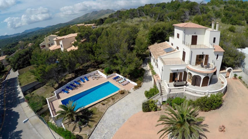 Spacious Villa with Private Pool - Cala Mesquida - House