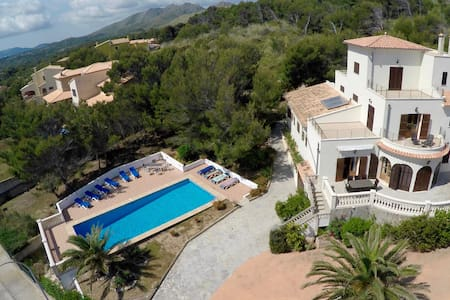 Spacious Villa with Private Pool - Cala Mesquida - Rumah
