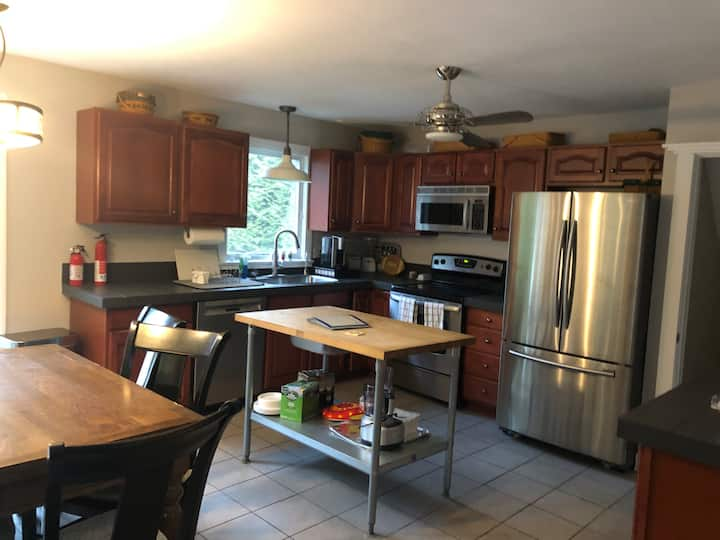 Cozy home walking distance to downtown & stadium