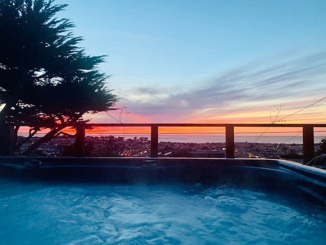 Private 1 bedroom with Ocean Views and a Hot Tub