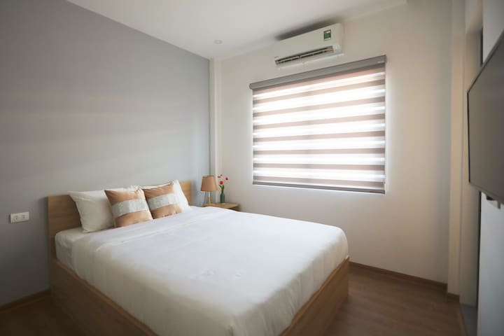Budget Room in Center ★ Good WiFi & Free Laundry