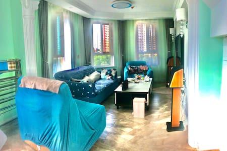 【心在旅途】美丽的青海湖,美丽的青海美丽的家。萨尔斯堡社区是高档小区房屋为loft结构比邻万达王府井