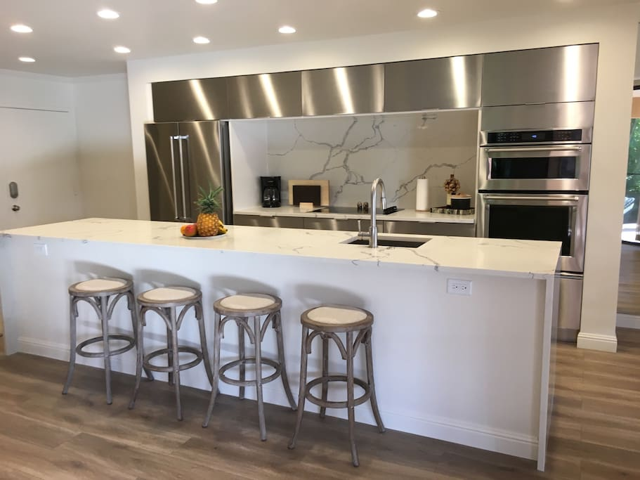 Open floor plan with eat-in kitchen counter and stools