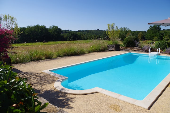 Périgord : maison 17° en pierre, piscine, jardin