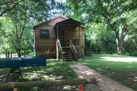 Cabin at Colorado Crossing, Smithville, Texas