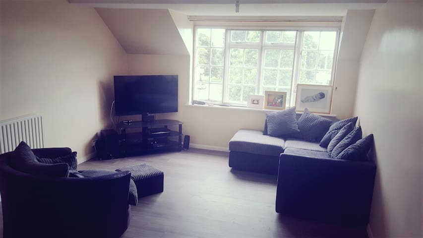 Double bedroom. Would suit couples or singles.