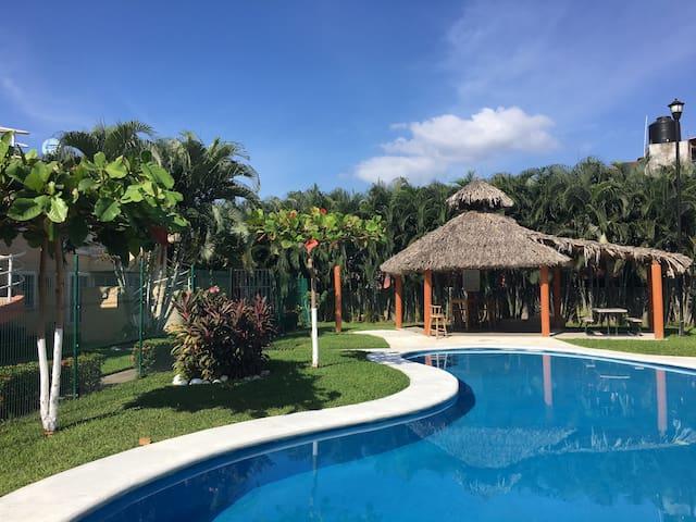 ☼Depa Ixtapa con Arte | 5 min de zona hotelera☼