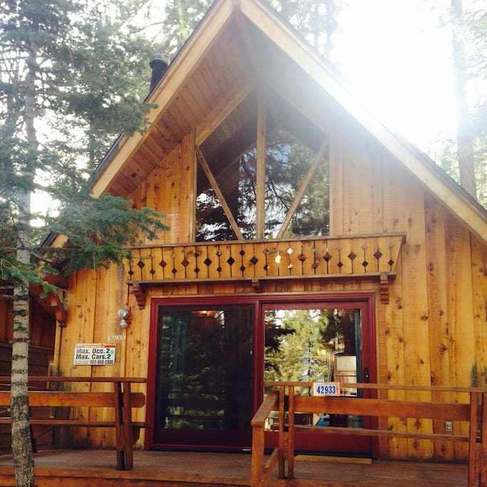 Snuggle bear cabin near bear mountain ski cottages for for Cabin for rent in big bear ca