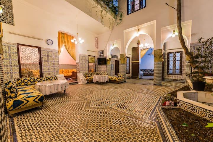 Riad Dar Lemrabet Breakfast is free,Private Bedrom