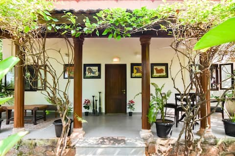 White House at Alibaug - 2 room lux villa by beach