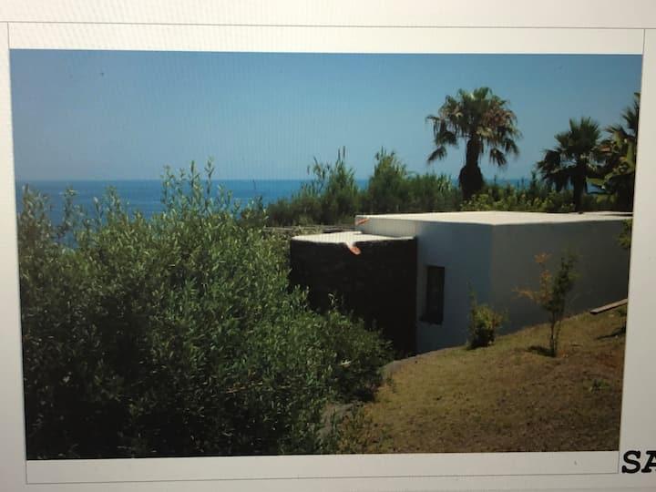 Casa tipica eoliana 'Albicocco'  a 200 m dal mare