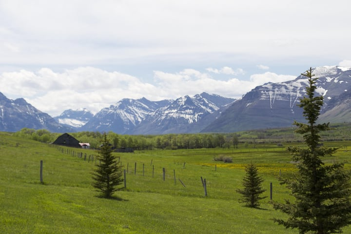 Waterton Country Villas- #3 Private Room w/ a view