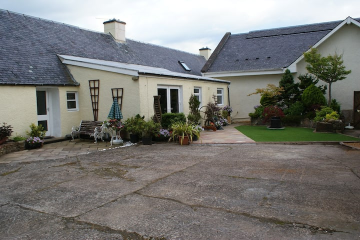 Entire large Scottish Farmhouse 5 minutes from Ayr