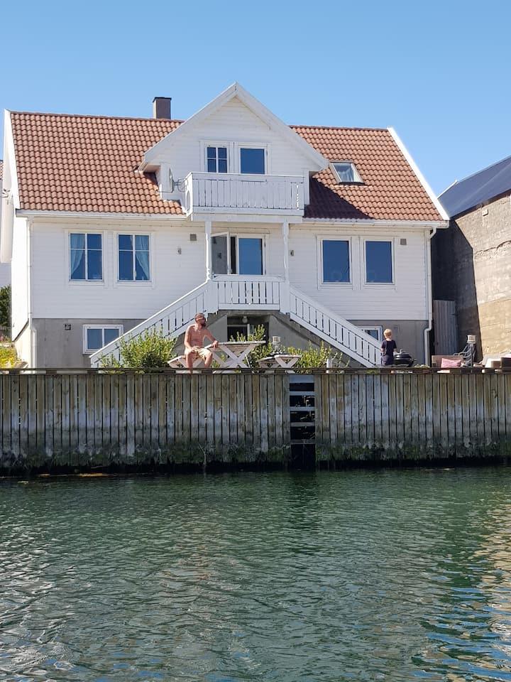 Holmahuset, Åkrehamn