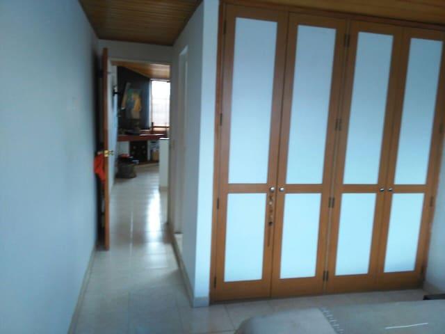 Habitacion con Baño Independiente y calor de hogar - Bogotá - Casa