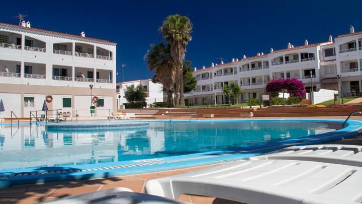 Apartamento con piscina a 400 metros de la playa
