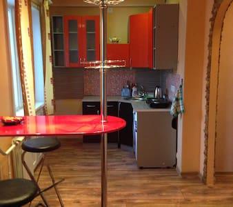 Уютная однокомнатная квартира - Чита - Appartement
