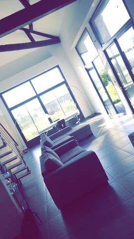 Belle maison composée de 4 chambres - Saint-Loubès - Casa