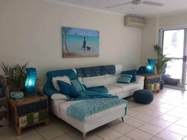 Beautiful Palm Cove unit - Steps from the Beach!