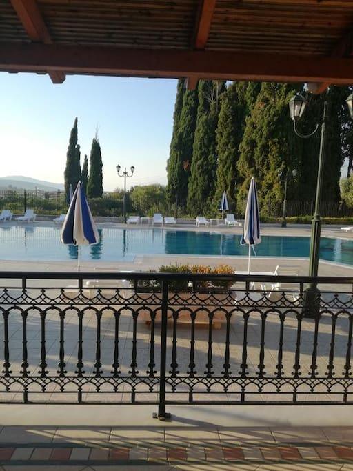 Ισόγειο μπαλκόνι, θέα πισίνα