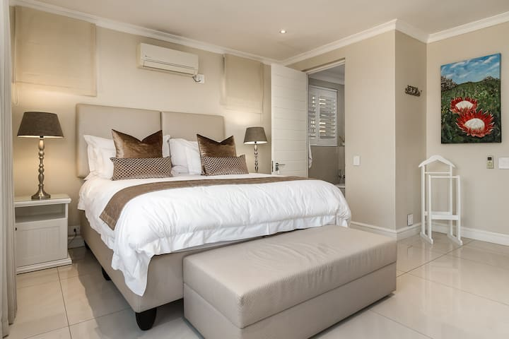 The 3rd bedroom, with an ensuite bathroom also has stunning ocean and mountain views